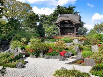 Чокуши-Мон и японский сад